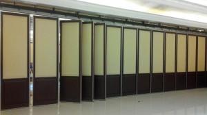 penyekat ruangan metting room