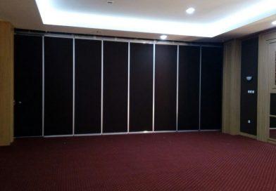 Penyekat Ruangan Lipat Hotel Singgasana Makassar