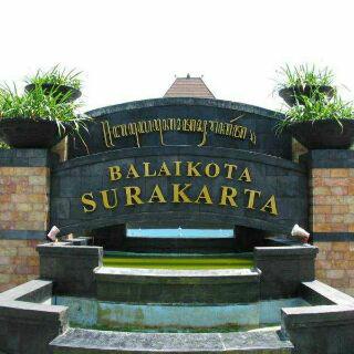 Partisi geser Balai Kota Solo